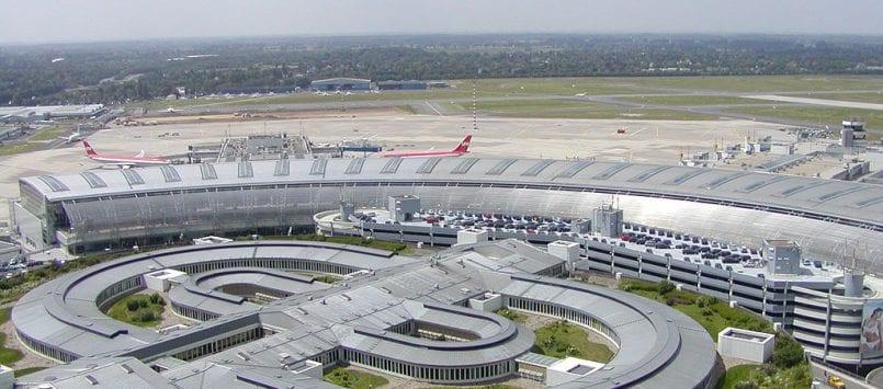 24-Stunden-Parkschilder rund um den Airport
